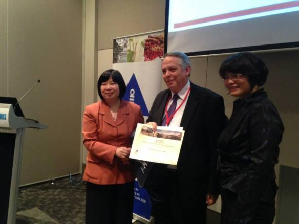 John McDonald is awarded BEST Scientific/Research Paper at Melbourne AACMAC 2014