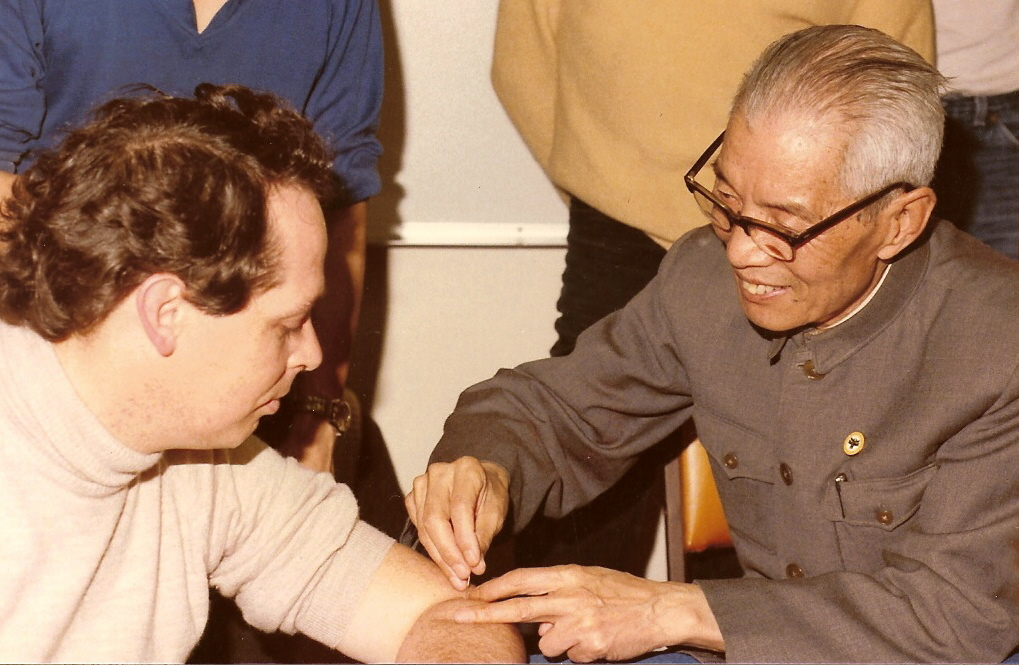 Prof Lou Baiceng needling John McDonald in Sydney 1985