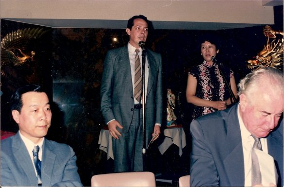John McDonald itnroducing Hon Gough Whitlam Chinatown Sydney 1987